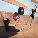 Medizinbälle und Gymnastikbälle